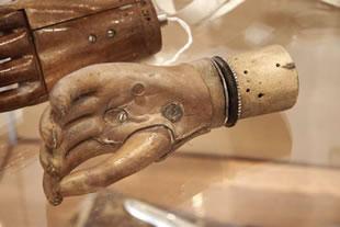 protese de mao idade media